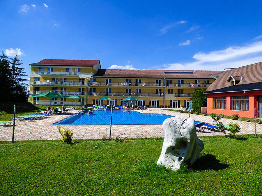 hotel park, hokovce, venkovní bazén