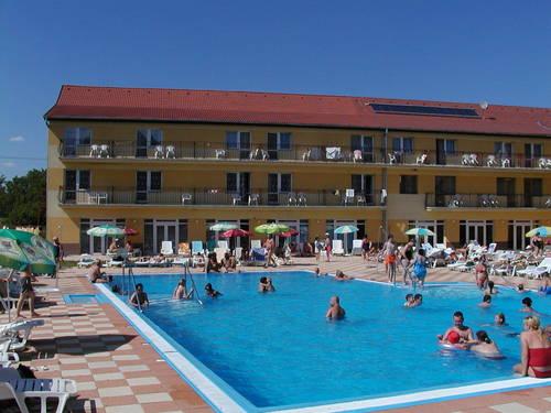 hotel park, hokovce - venkovní bazén