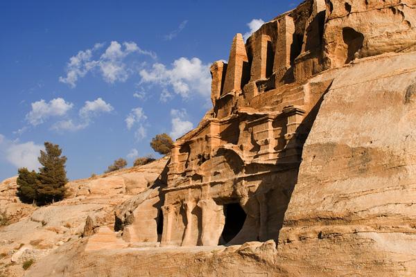 Skalní město Petra - hrobka Bas´is