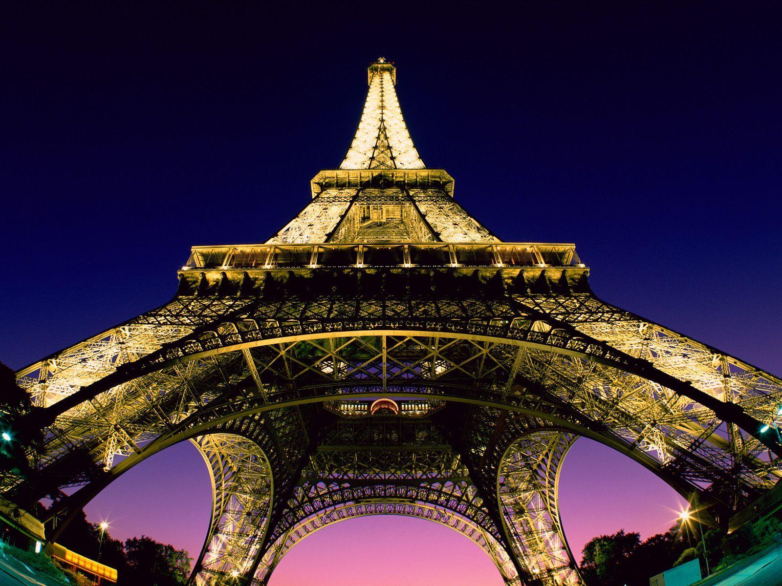 Eiffelova_věž -