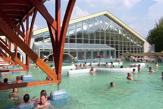 Velký Meder - polokratý bazén