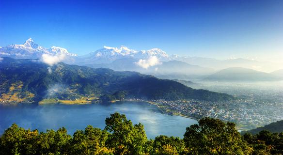 Pokhara, Pohled z Pagody míru
