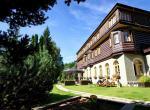Alpský hotel, venkovní posezení