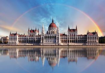 Budapešť, Budova maďarského parlamentu na břehu Dunaje