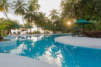 Equator Village, bazén