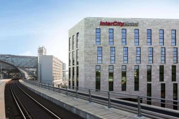 Hotel Intercity 4*, Berlín, vlakem
