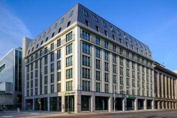 Hotel Holiday Inn Express Alexanderplatz 3*, Berlín, vlakem
