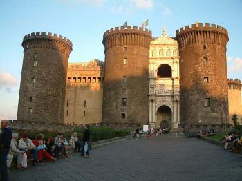 Neapol, Castel Nuovo