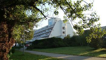 Hotel Máj, Piešťany, boční pohled na hotel