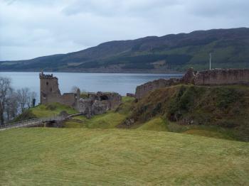 Urquhart Castle, hrad Urquhart a jezero Loch Ness