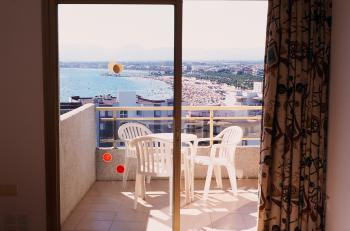 Aparthotel Almonsa Playa**, Salou
