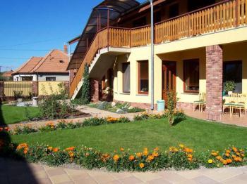 Villa Lux, Velký Meder